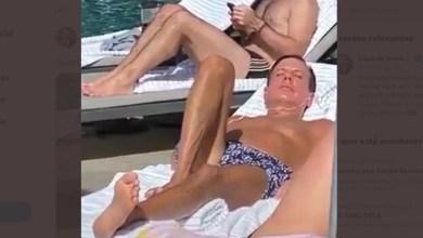 """Photo of #Brasil: Flávio e Eduardo Bolsonaro compartilham imagem de Doria em banho de sol; """"Guerreiro do povo brasileiro"""""""
