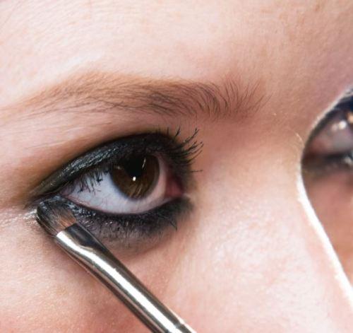 olho-esfumado-preto-mac-cosmetics