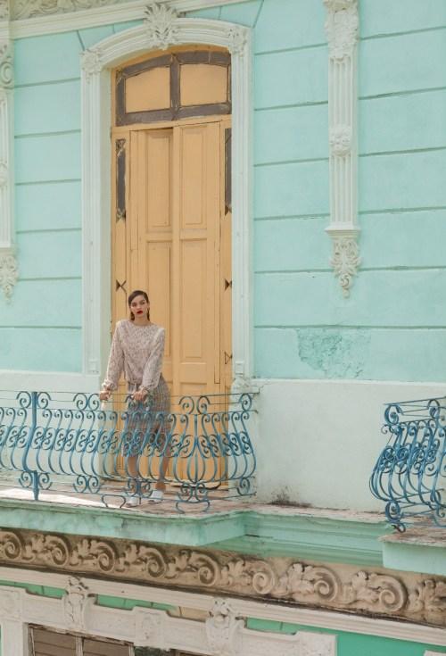 havana mixed verão 2018 coleção look saia e camisa manga longa sapato branco