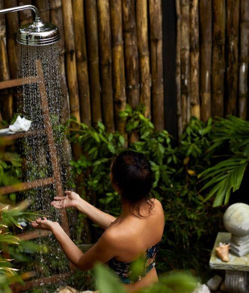 chuveiro no jardim banheiros inusitados golden eye jamaica