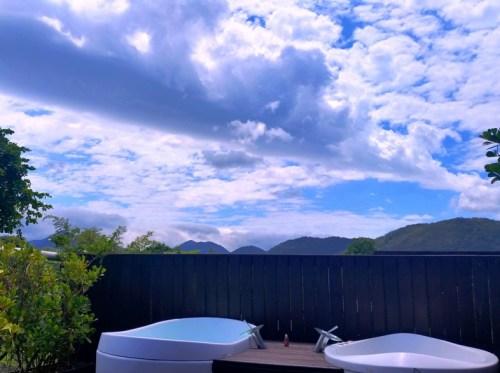 banheiras de hidromassagem ao ar livre casal nau royal hotel camburi brasil litoral hotel luxo boutique