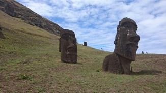 moai-statues-1377147_640