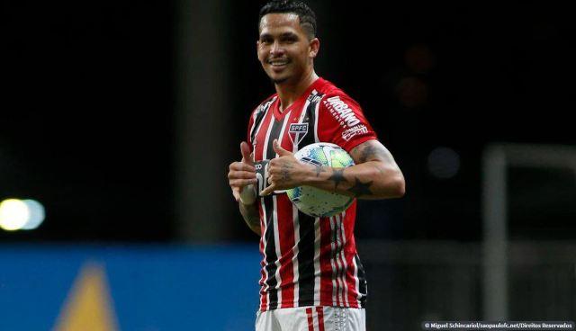 São Paulo vence Bahia e encosta no Atlético-MG