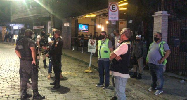 Operação Choque de Ordem multa três bares no Centro e distritos