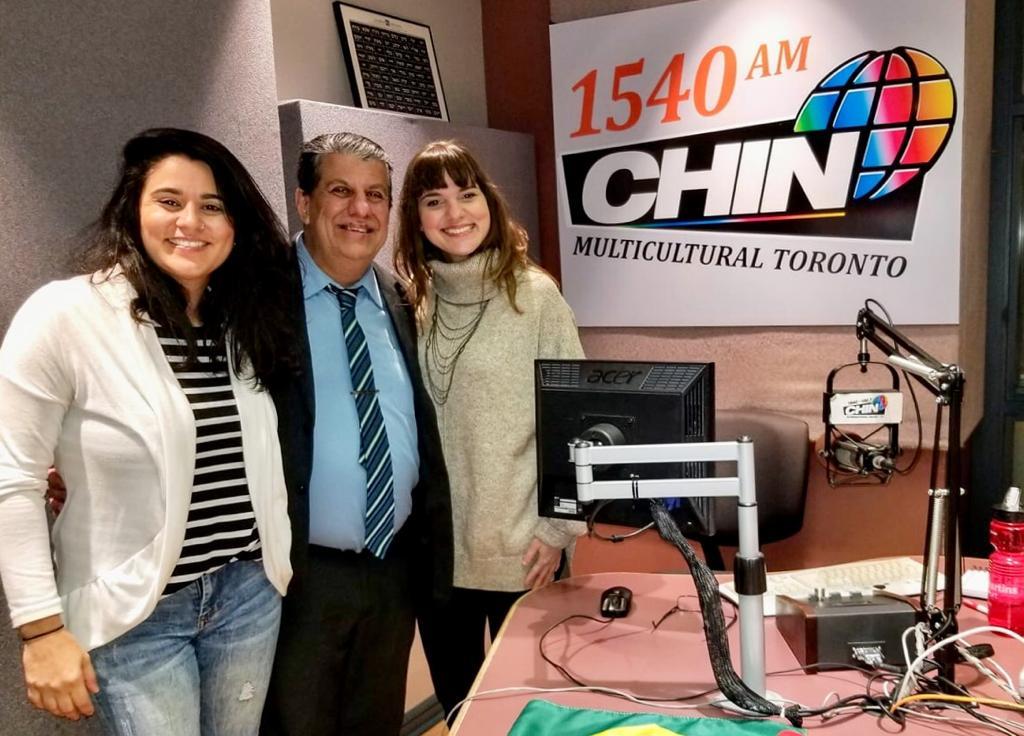 Carla, Schuster e Joyce nos estúdios da CHIN Radio.
