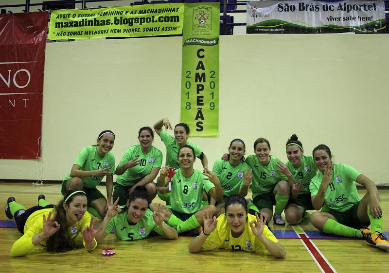 90df52f00d A equipa de seniores do GDC Machados sagrou-se tricampeã do Algarve de futsal  feminino