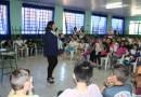 Nara Coelho palestra para alunos da Escola Eroni