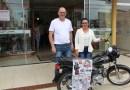 Aciap entrega moto para ganhadora