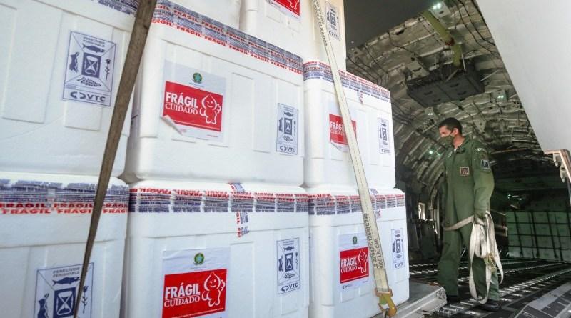 Secretaria da Saúde do RS prepara distribuição de mais de 170 mil doses da vacina Covid-19 nesta terça, dia 19