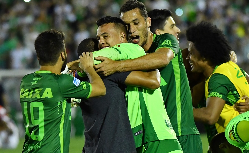 Brazil's Chapecoense footballers celebrate after defeating Argentina's San Lorenzo during their 2016 Copa Sudamericana their 2016 Copa Sudamericana semifinal second leg football match held at Arena Conda stadium, in Chapeco, Brazil, on November 23, 2016. / AFP / NELSON ALMEIDA (Photo credit should read NELSON ALMEIDA/AFP/Getty Images)