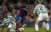 Ronaldinho Gaúcho teve o auge da carreira vestindo as cores do Barcelona. Com um futebol alegre, ousado e com visão, o camisa 10 foi o dono do meio de campo catalão boa parte do tempo em que defendeu o clube, entre 2003 a 2008. Ronaldinho colecionou além de muitos dribles e jogadas inesquecíveis, muitos títulos: duas Supercopas da Espanha (2005 e 2006), dois Campeonatos da Espanha (2004/05 e 2005/06) e a Liga dos Campeões de 2005/06. Em 2004 e 2005 ele faturou o prêmio de melhor jogador do mundo eleito pela FIFA (Foto: AFP)