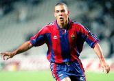 """O apelido de """"Fenômeno"""" surgiu na carreira de Ronaldo exatamente durante a passagem pelo Barcelona, que durou apenas uma temporada, a de 1996/97. Mesmo não conquistando o título do Campeonato Espanhol daquele ano, foi o artilheiro da competição com 34 gols marcados em 37 partidas. Foi a primeira vez que ganhou o prêmio de melhor jogador do mundo pela FIFA também. Pelo time da Catalunha, Ronaldo conquistou a Copa do Rei (1996/97), a Supercopa da Espanha (1996) e a Recopa Europeia (1997) (Foto: AFP)"""