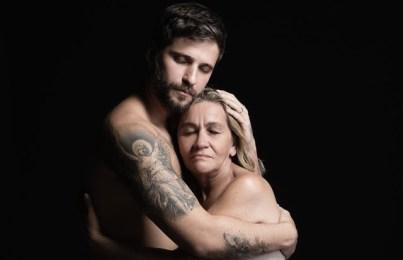 Bruno Gagliasso abraça moradora de rua
