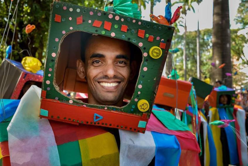 Escola de Samba Liberdade Ainda Que Tam Tam, Formada por mais de quatro mil foliões antimanicomiais, há 20 anos, faz seu desfile-manifestação por uma sociedade sem manicômios, no 18deMAIO, dia da luta antimanicomial. Foto: Maxwell Vilela/ Jornalistas Livres