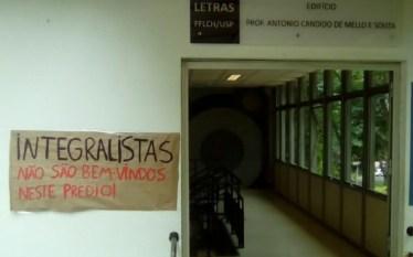 Estudantes expulsam integralista de evento na USP