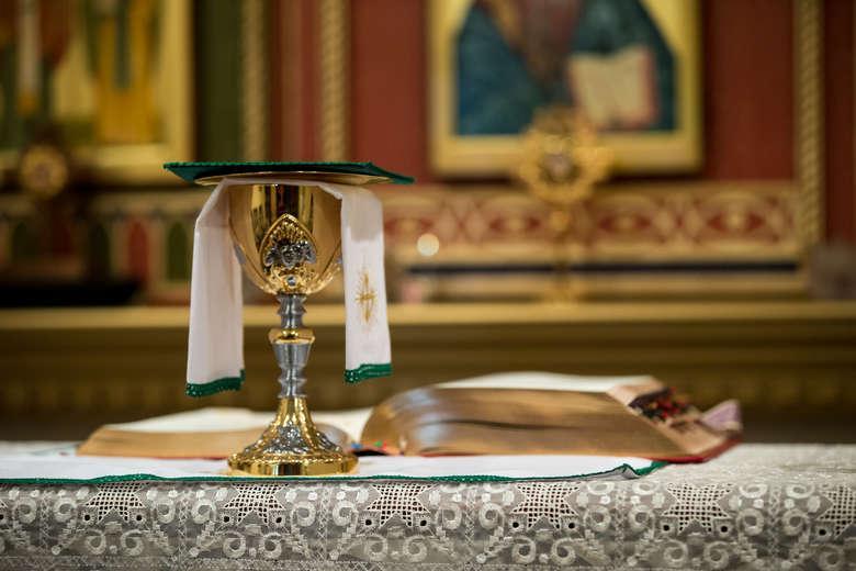 Covid-19: Igreja Católica diz que é tempo de fiéis regressarem aos templos