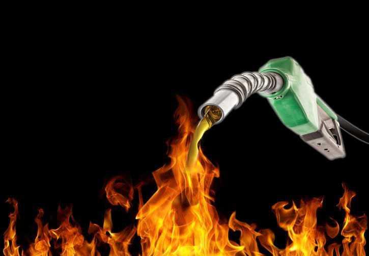 Apague-se o fogo com gasolina