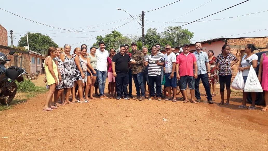 Vereador pastor Sandro se reúne com moradores com Bairro Cohab para pavimentação de mais ruas da região