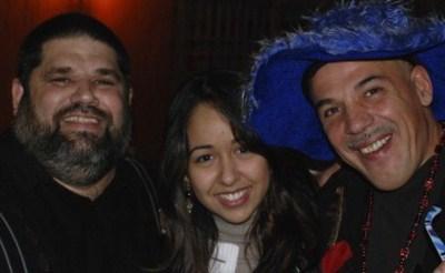 """El trinomio cuadrado perfecto de la cancion """"Angeles del St. Jude"""" (2009): El poeta y letrista Jose Antonio Gutierrez (izquierda), de quien partio la idea; el musico italiano Gian Pietro Cazzago (derecha), y la cantante mexicana Adrianna Foster (centro)"""