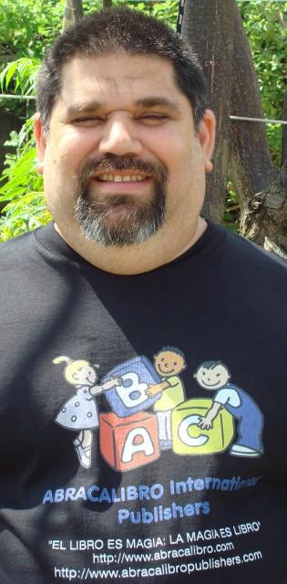 Josán Caballero, el Presidente de la Corporación ABRACALIBRO International Publishers.