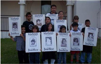 """Homenaje Remolcador 13 de marzo. Grupo de niños en el exilio, nombrado """"Ismaelillo"""". La foto fue tomada en la Iglesia San Juan Bosco, cuando rendían tributo a los niños asesinados en el Remolcador """"13 de Marzo""""."""