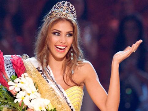 La coronación de Dayana Mendoza, en Viet Nam, como Miss Universo 2008.
