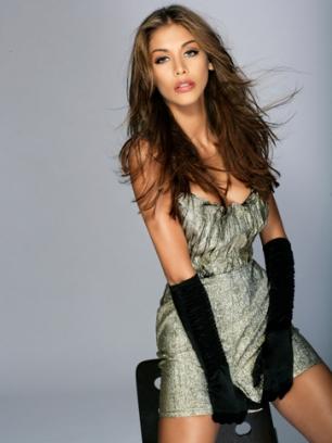 Dayana Mendoza, Miss Universo 2008, entregó la corona de la Paz, a su coterránea Stefanía Fernández, actualmente Miss Universo 2009.