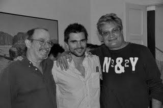 Juanes en La Habana, con los trovadores Silvio Rodríguez y Amaury Pérez.