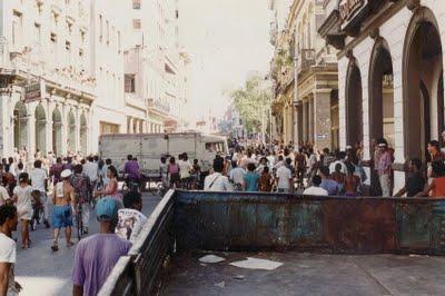 Fotos inéditas de EL MALECONAZO, pertenecientes al Blog Desarraigos Provocados, quien modestamente nos aporta estas valiosas imágenes.
