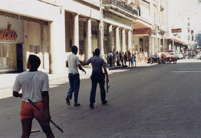 EL MALECONAZO Inédito, todo un acontecimiento de los cubanos de a pie, presentado por Desarraigos Provocados.