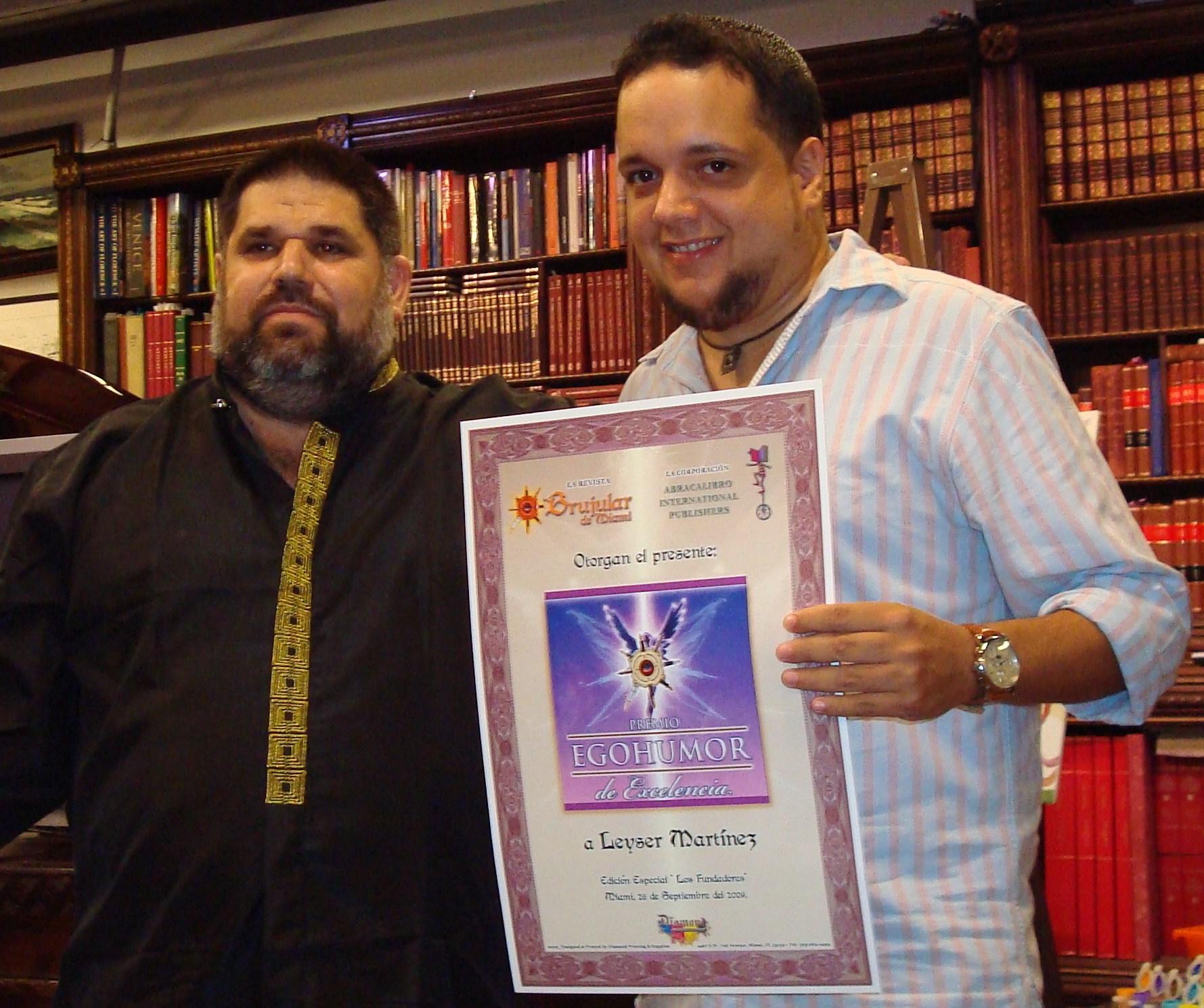 Josán Caballero, con Leyser Martínez, quien obtuvo además el Premio EGOHUMOR de Excelencia.