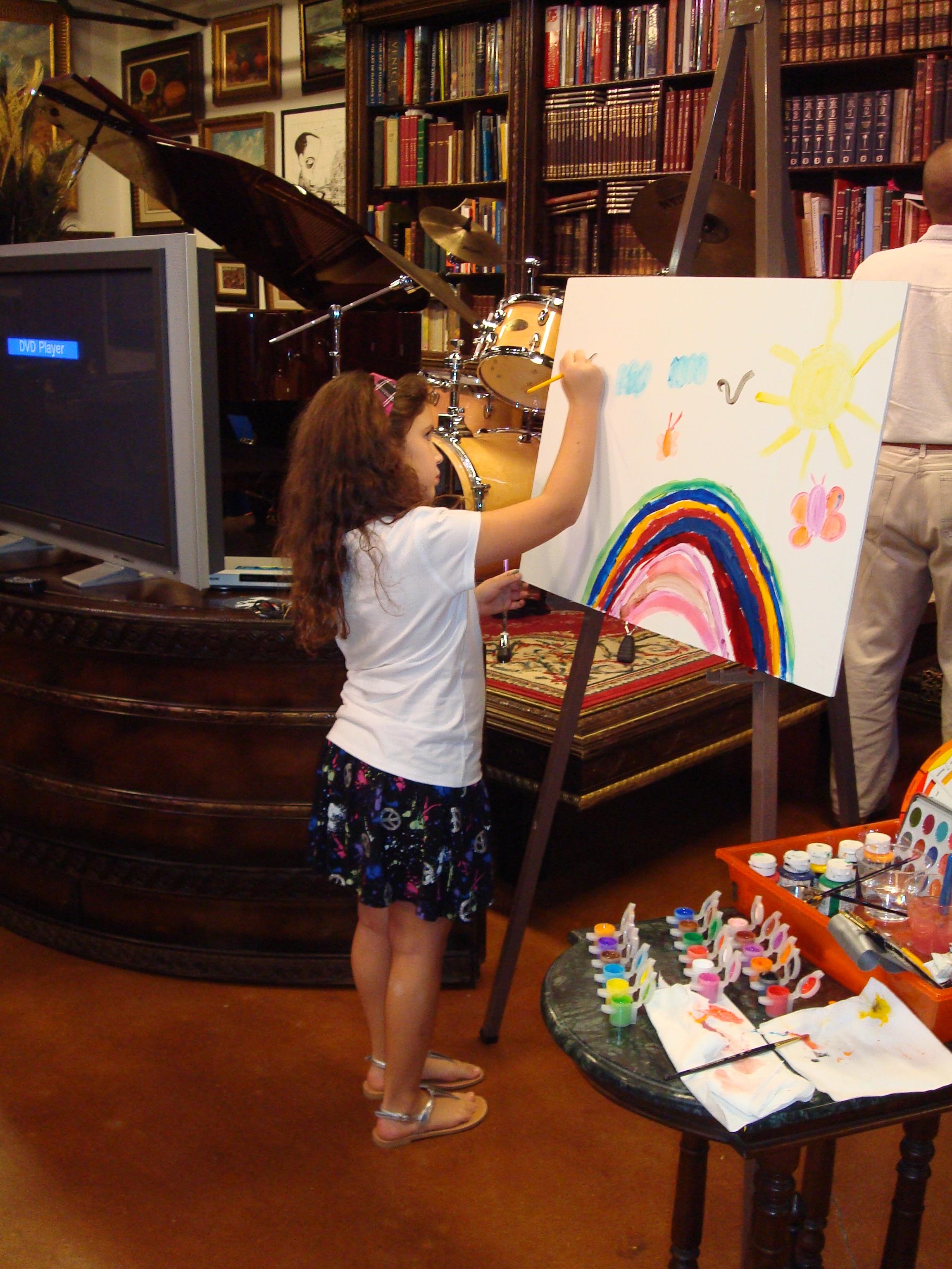 Melisa pintando Garabatos en el lanzamiento de TROTAMAR.