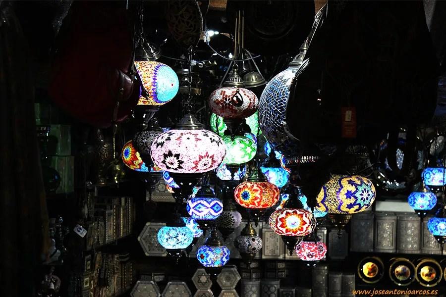 Bazares de Granada, Al-Andalus, viajeros en la Alhambra.