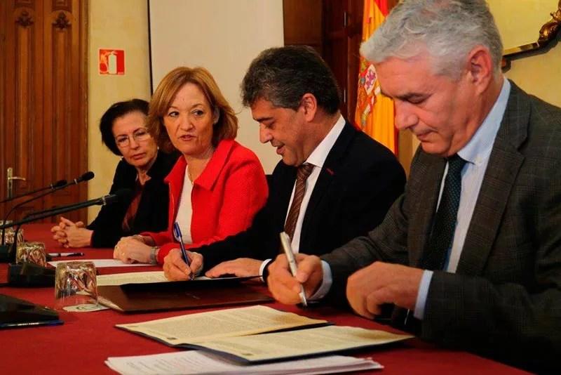 La consejera de Agricultura, Carmen Ortiz, preside la firma del convenio entre Ifapa y Universidad de Almería para reforzar la investigación en acuicultura