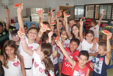 La sandía Fashion refresca el desayuno de 10.000 escolares