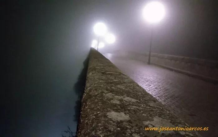 Ana Rubio en el puente romano de Mérida.