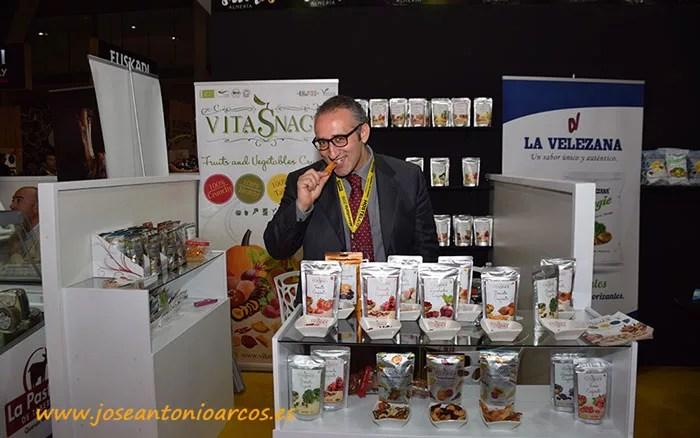Alfredo Magliola con los deshidratos de VitaSnack.