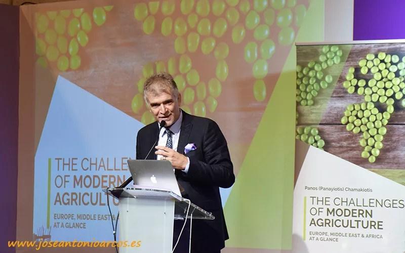 Panos (Panayiotis) Chamakiotis durante la presentación de 'The Challenges of Modern Agriculture'.
