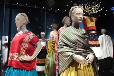 Resultado de imagen para Exposición de Frida Kahlo en Londres rompe récord de entradas