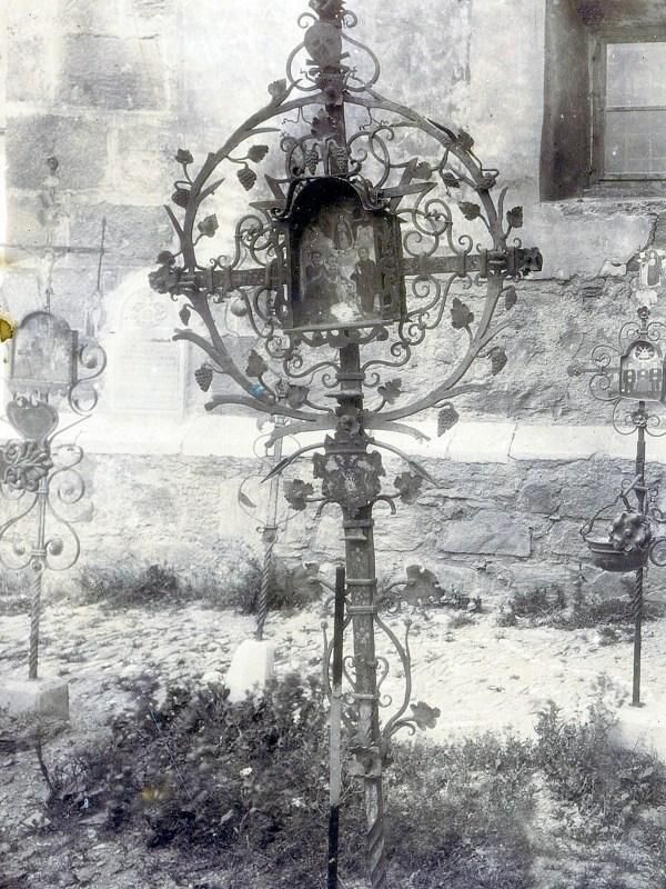 Schlanders 1898, Grabkreuz