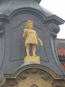 Praga, detalle figura edificio Široká ulice