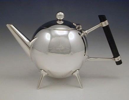 Tetera diseñada por Cristopher Dresser.