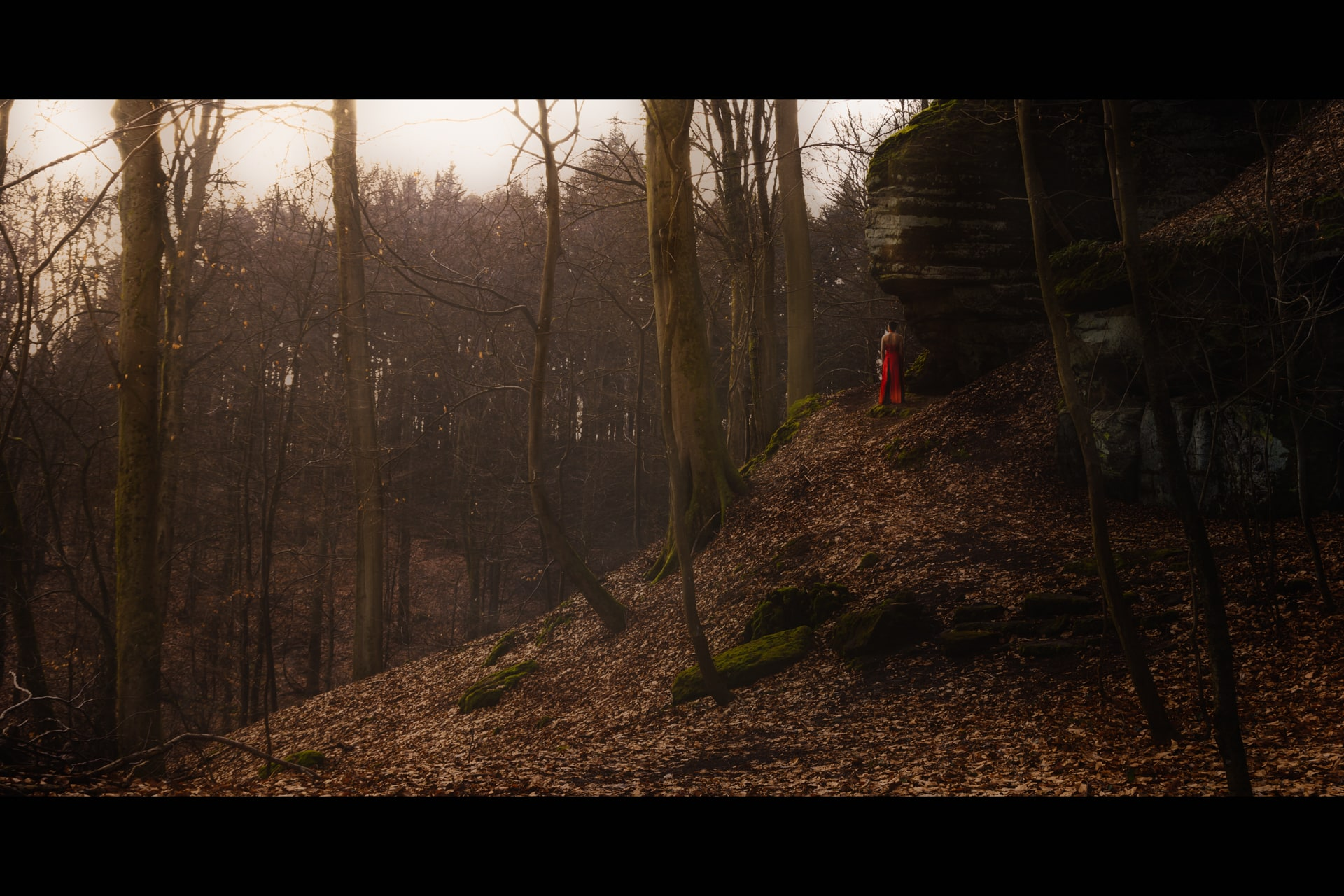 Portrait-Outdoor-Thionville-Red dress in forest-jpitois.fr-3