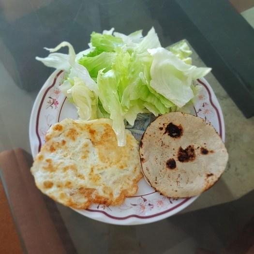 Claras de huevo con romanita y tortillas