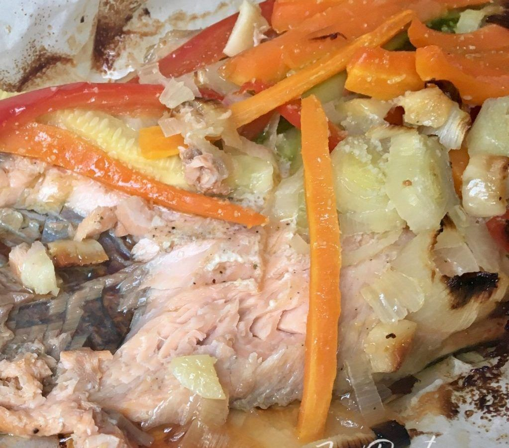trucha con patatas y verduras al horno