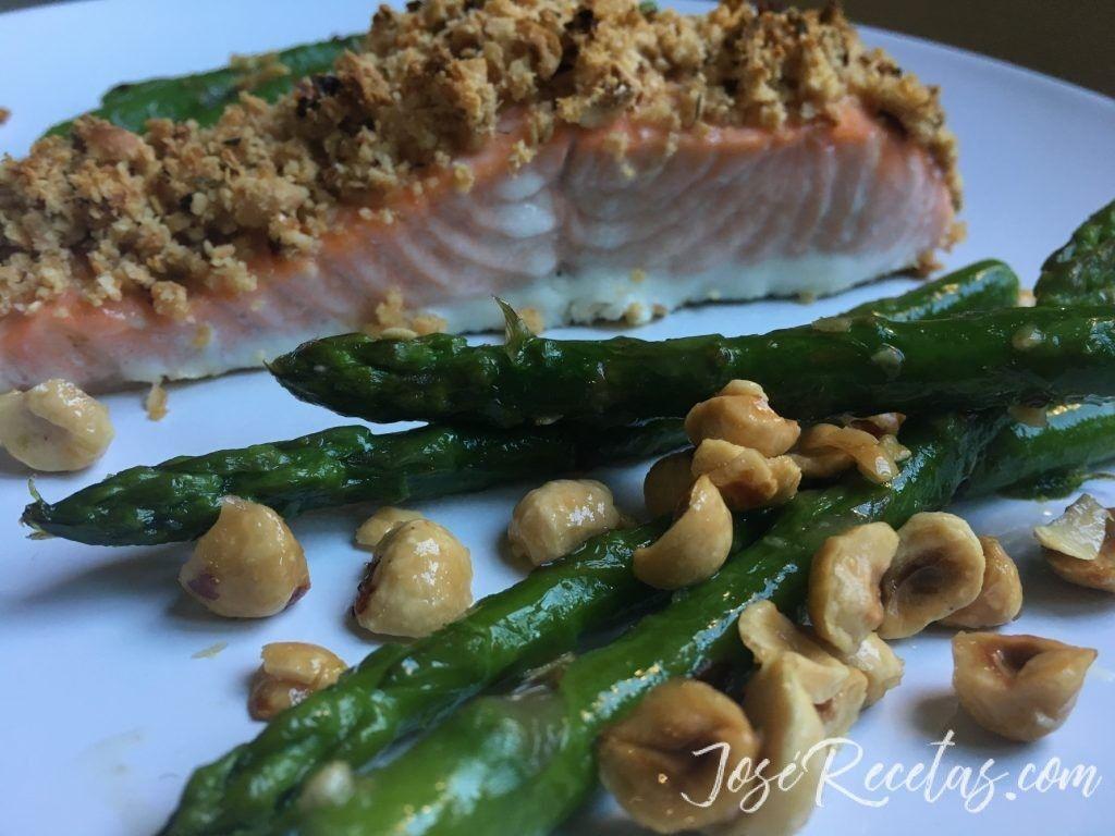 presentación salmón con avellanas