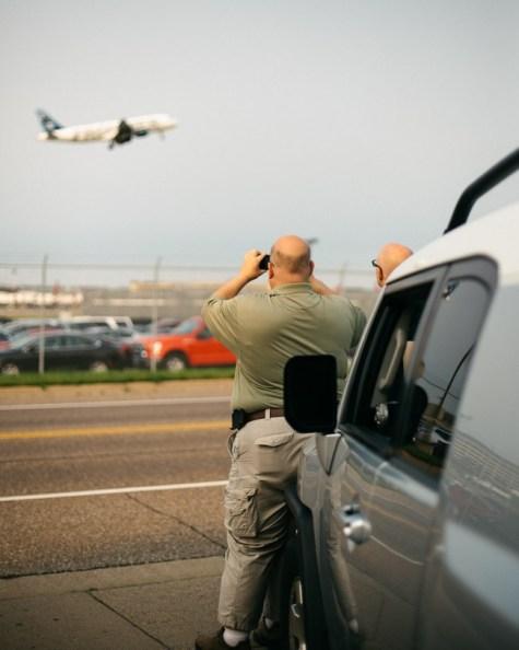 msp-plane-watchers-couple-1