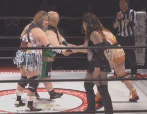 Kaoru Ito and Tomoko Watanabe vs. Manami Katsu and Mari Manji