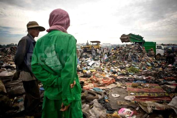 people-living-in-a-garbage-dump-in-cambodia_35376