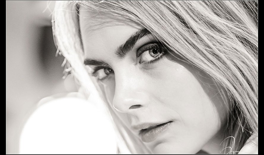 Photo of the Day: In Studio Photoshoot with Top Fashion Model Cara Delevingne